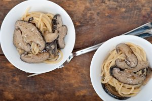 spaghetti pasta and wild mushrooms 026.jpg