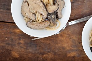 spaghetti pasta and wild mushrooms 027.jpg