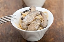 spaghetti pasta and wild mushrooms 029.jpg