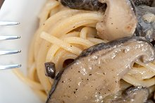 spaghetti pasta and wild mushrooms 032.jpg