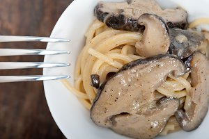 spaghetti pasta and wild mushrooms 033.jpg