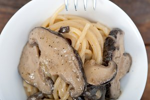 spaghetti pasta and wild mushrooms 034.jpg