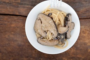 spaghetti pasta and wild mushrooms 036.jpg