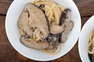 spaghetti pasta and wild mushrooms 038.jpg