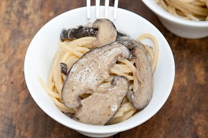 spaghetti pasta and wild mushrooms 042.jpg