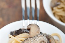 spaghetti pasta and wild mushrooms 043.jpg
