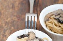 spaghetti pasta and wild mushrooms 044.jpg
