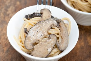 spaghetti pasta and wild mushrooms 044.jpg