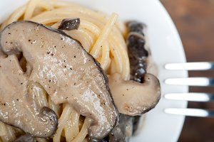 spaghetti pasta and wild mushrooms 045.jpg