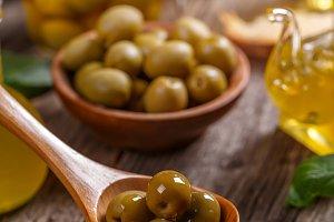 Green pickled olives