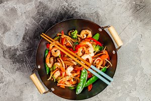 Stir fry with prawns, vegetables, so