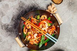 Stir fry with prawns, vegetables, so