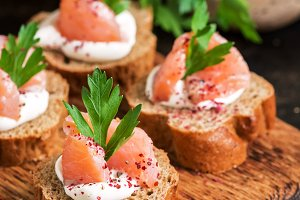 Rye bread, salmon and soft cheese