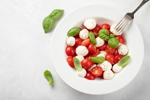 White plate of delicious caprese sal