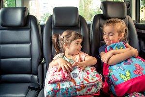 Children in the car go to school, ha