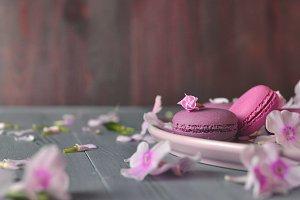 strawberry cakes macarons