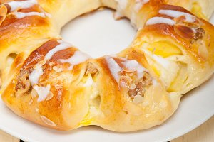 sweet bread donut cake 001.jpg