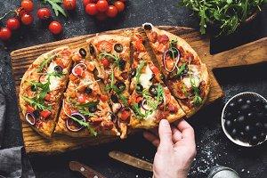 Flatbread pizza with veggies