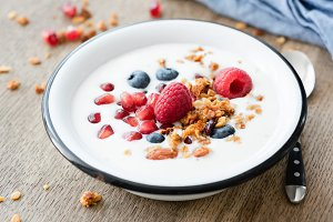 Yogurt with pomegranate and granola