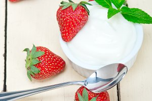 Greek organic yogurt and  strawberries 018.jpg