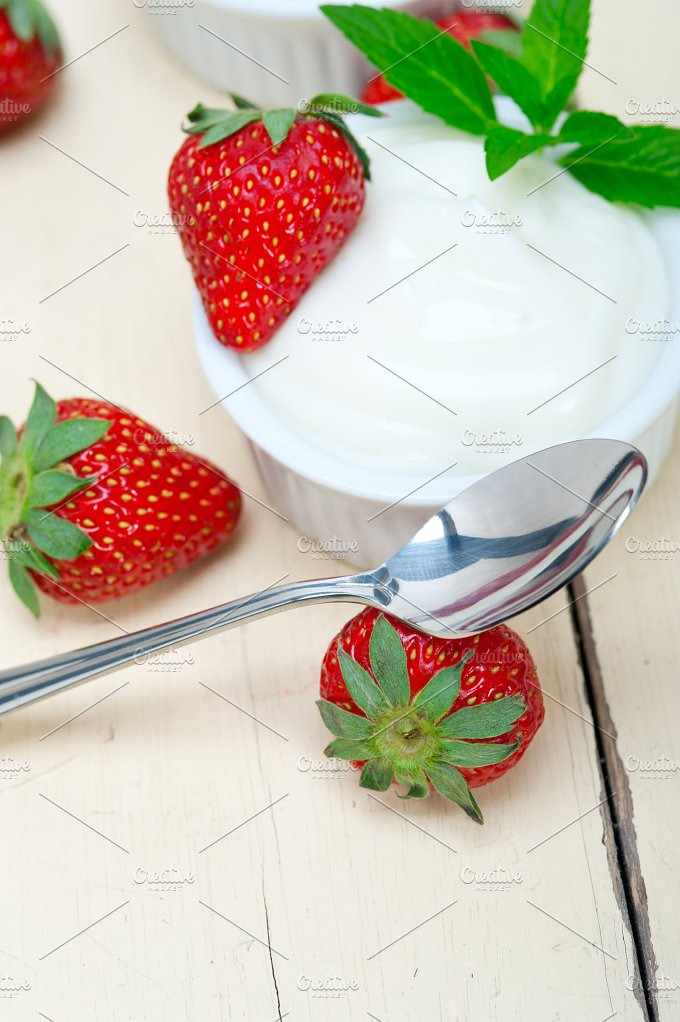 Greek organic yogurt and strawberries 023.jpg - Food & Drink