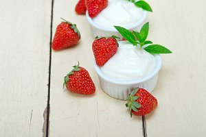 Greek organic yogurt and  strawberries 027.jpg