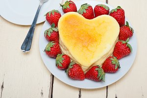 heart shape cheesecake and strawberries 004.jpg