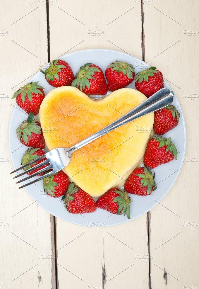 heart shape cheesecake and strawberries 013.jpg - Food & Drink