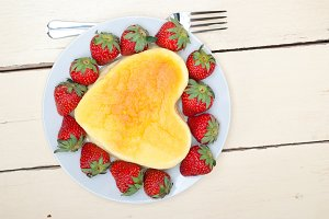 heart shape cheesecake and strawberries 019.jpg