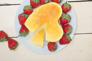 heart shape cheesecake and strawberries 020.jpg