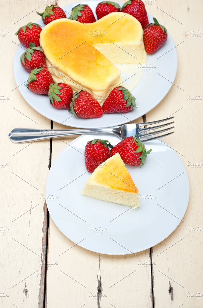 heart shape cheesecake and strawberries 023.jpg - Food & Drink