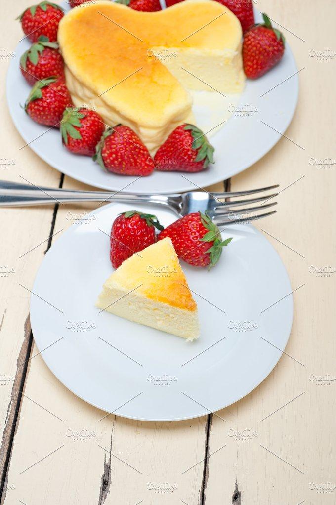 heart shape cheesecake and strawberries 028.jpg - Food & Drink