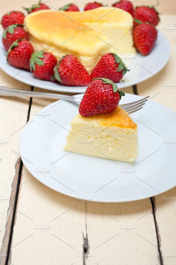 heart shape cheesecake and strawberries 030.jpg - Food & Drink