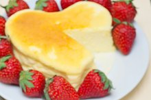heart shape cheesecake and strawberries 040.jpg