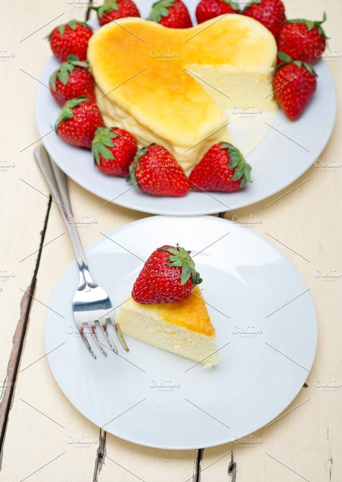 heart shape cheesecake and strawberries 041.jpg - Food & Drink