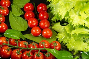 Cherry tomatoes and lettuce in water