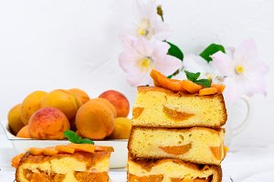 pie with apricots