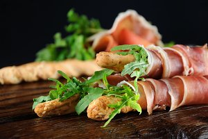 Grissini with prosciutto and arugula
