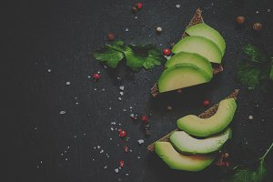 Sandwiches with avocado and spices o