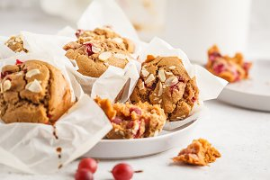 Berry vegan oatmeal muffins