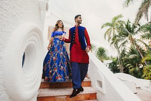 Gorgeous Hindu groom in blue and red