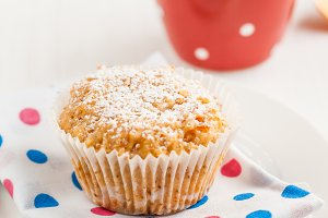 vanilla muffin-cake dusted with powd