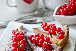 Cake with red currant for dessert