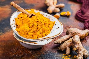 Turmeric powder and fresh root