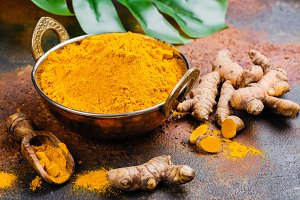 Turmeric powder and fresh root