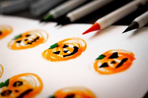 Drawing halloween pumpkins.