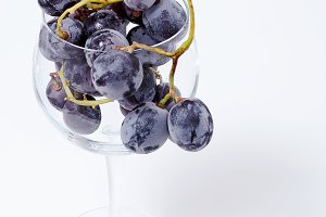 black grapes in the cup