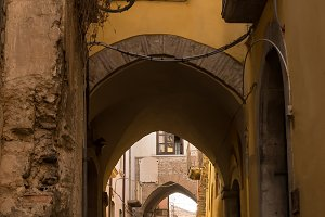 Alleys and arches in the historic ce