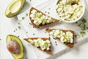 Avocado sandwiches. Traditional lati