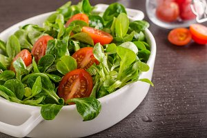 Lamb lettuce salad, tomatoes and her